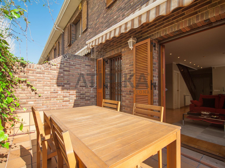 Casa moderna con terraza en Badalona