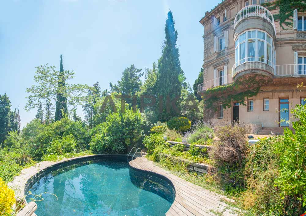Neoclassical palazzo in Sarrià with garden and swimming pool