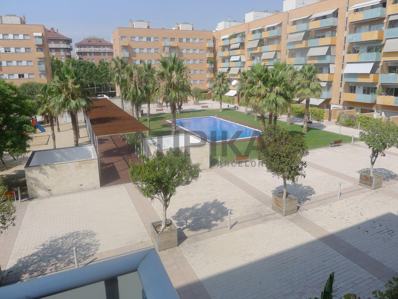 "Cosy unfurnished flat with terrace next to ""Parc de la Ciutadella"""