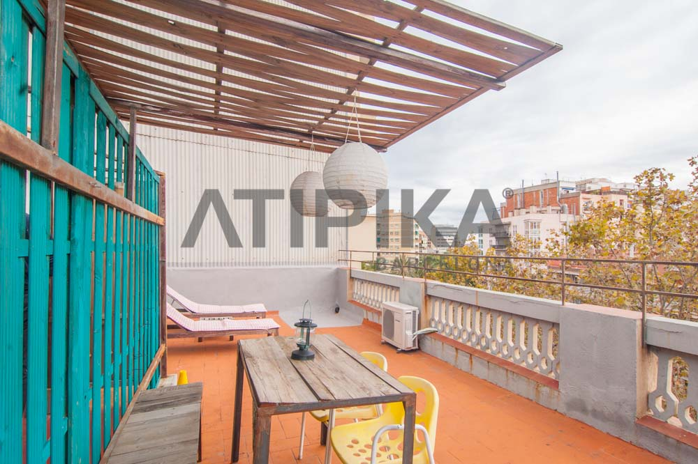 Bright flat with terrace and tourist licence right next to 'Parc de la Ciutadella'