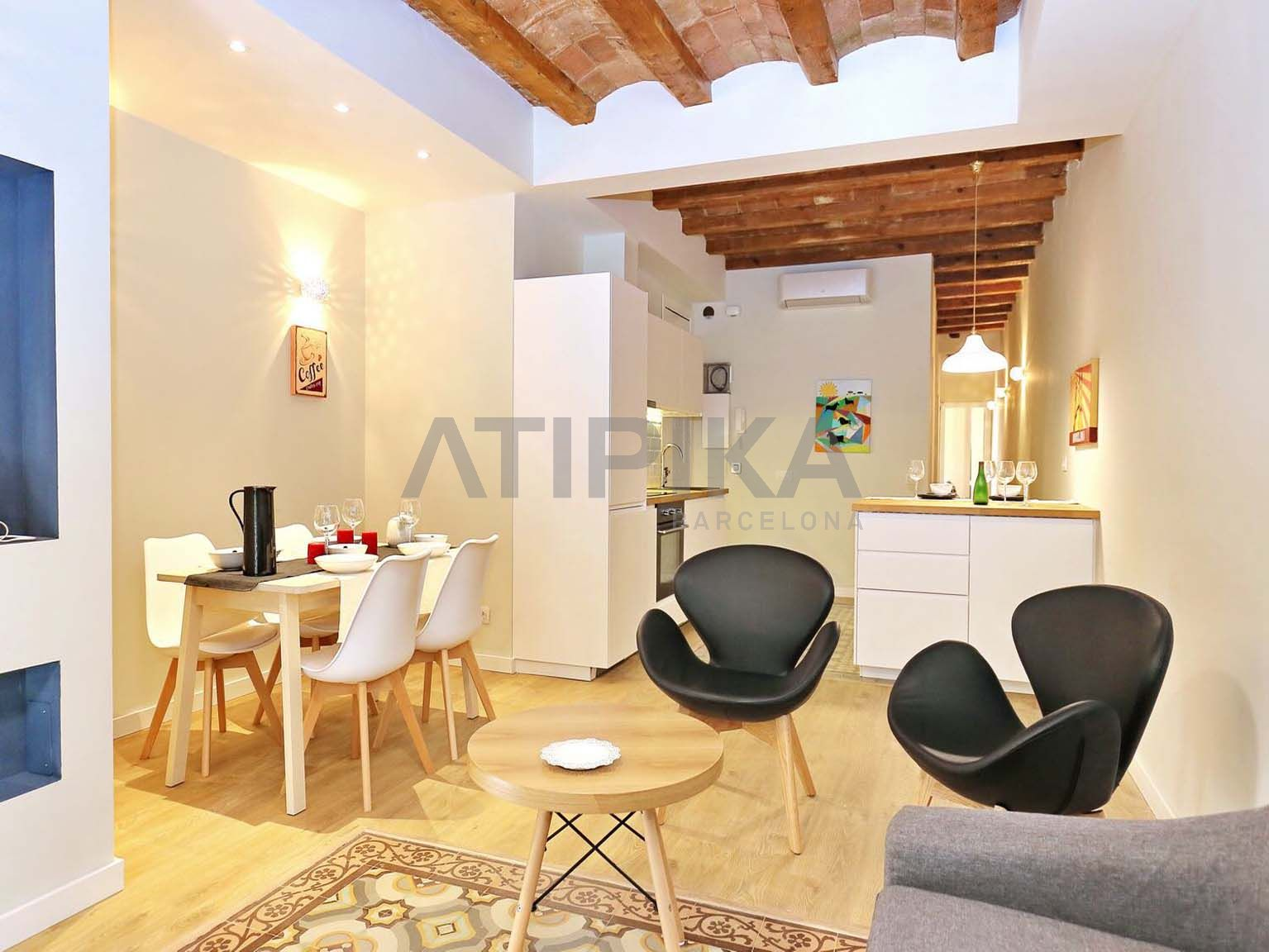 Fully refurbished apartment with furniture close to Plaça d'Espanya