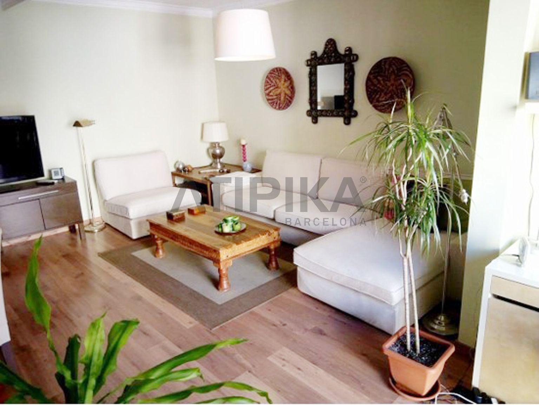 Soleado piso con acabados de alta gama junto a Plaza Catalunya