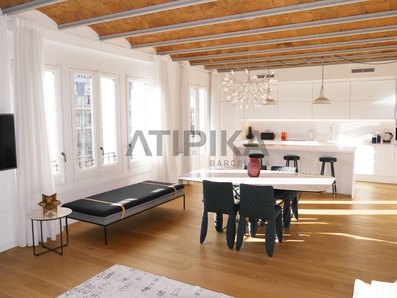 Amplio piso con estilo y de alto standing junto a Rambla de Catalunya