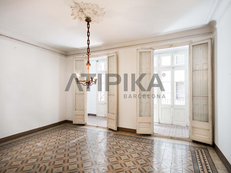 Spectacular flat to refurbish in the heart of La Vila de Gràcia