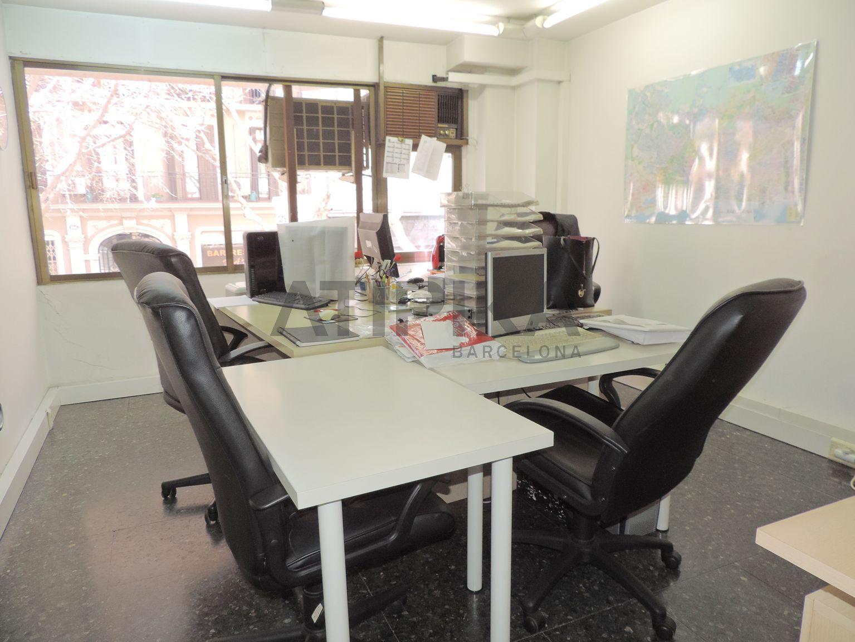 Oficina en perfecto estado situada junto a la Avinguda de Roma