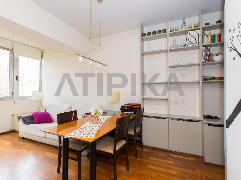 Bright semi refurbished apartment next to 'Avinguda del Tibidabo'