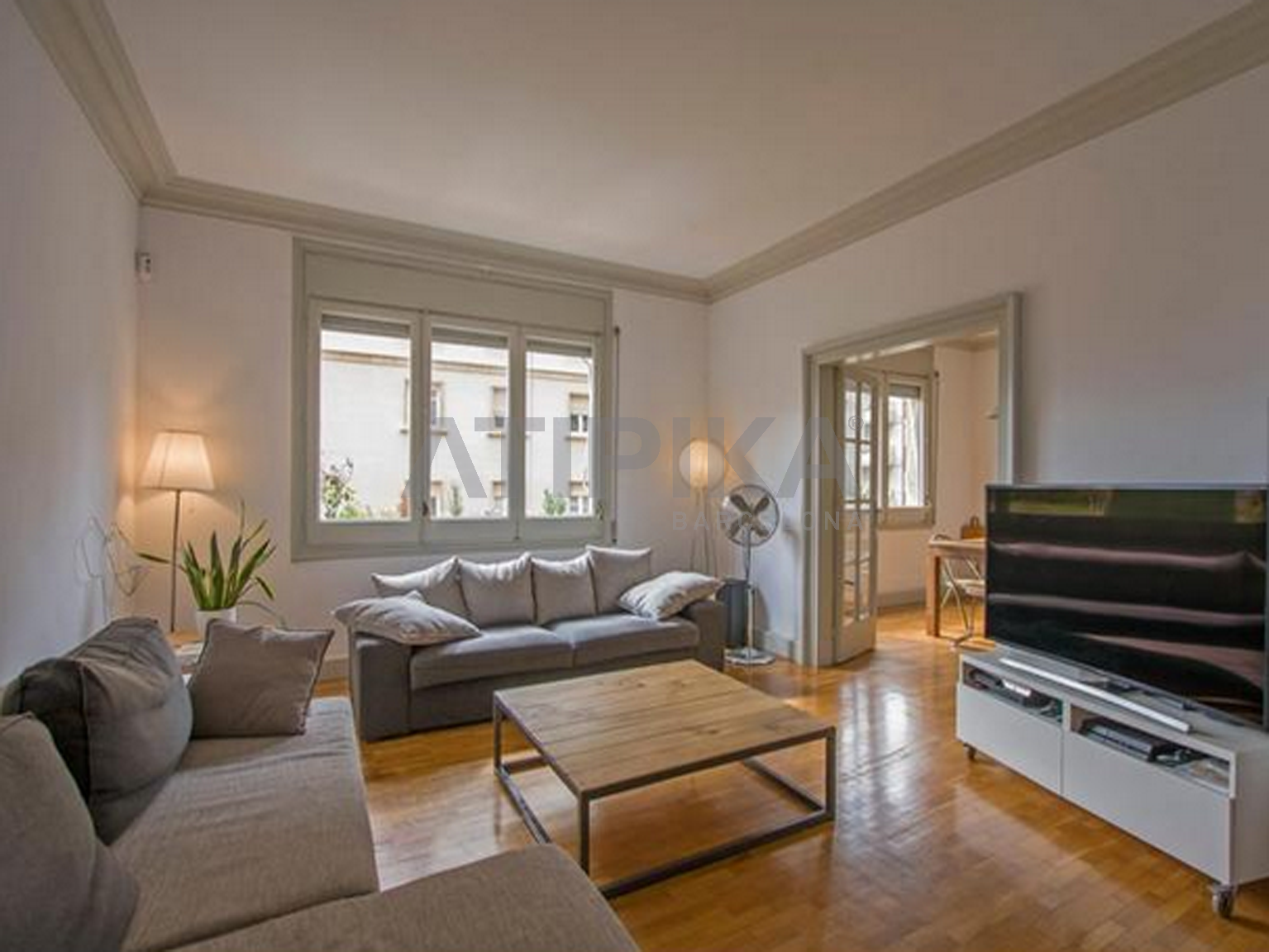 Large flat with lots of charm in 'Passeig de Sant Gervasi'