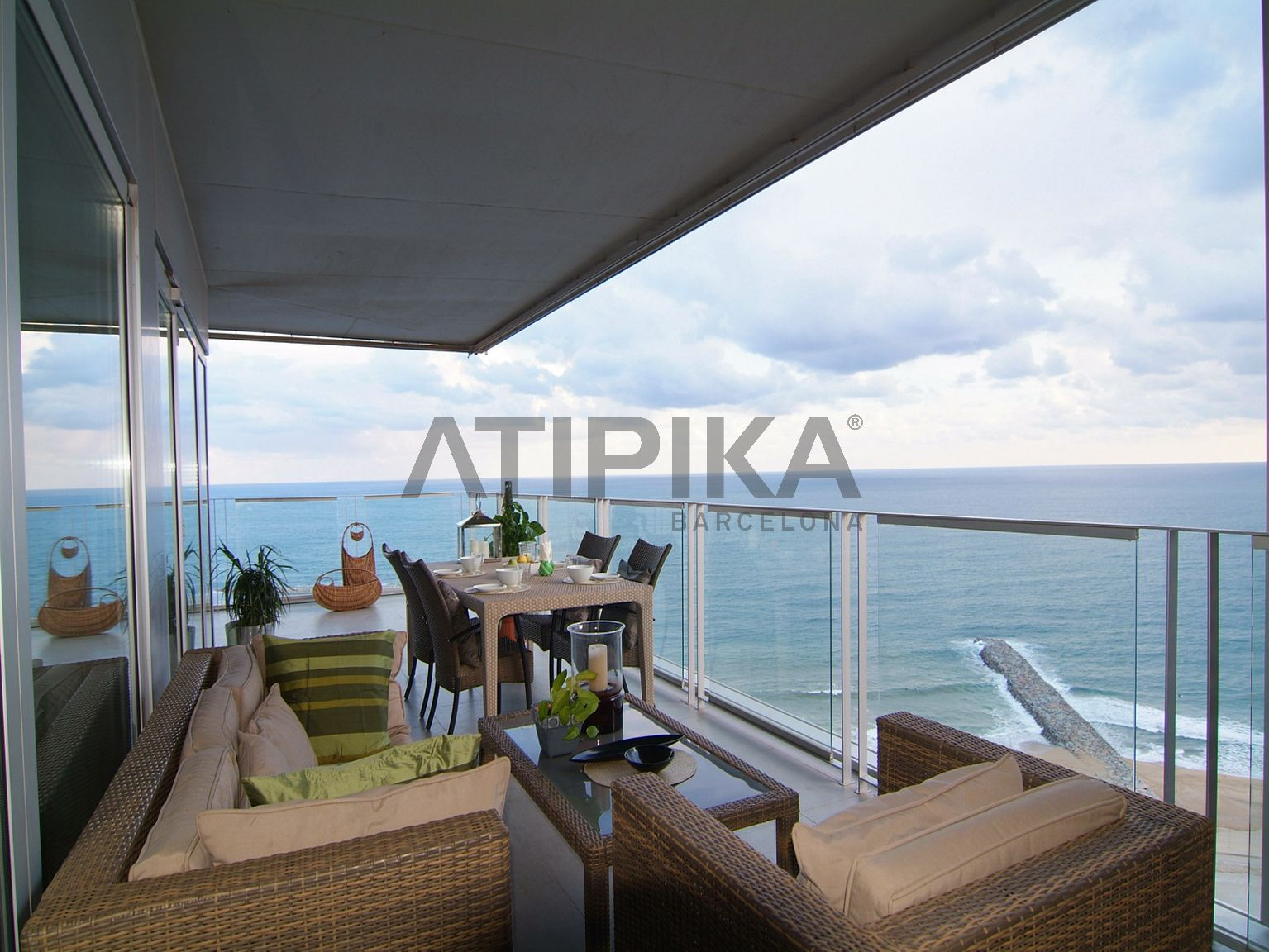 Incredible flat just in front of the sea and with a common pool