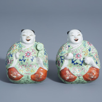 A pair of Chinese famille rose wall suspension joss stick holders, 19th/20th C.