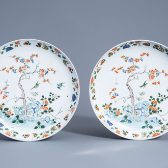 A pair of Chinese famille verte dishes with floral design, 19th/20th C.