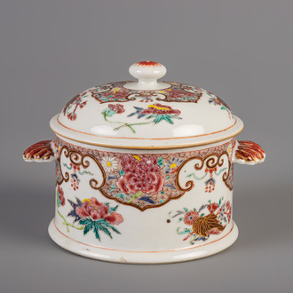 A Chinese famille rose bowl and cover with shell handles, Qianlong