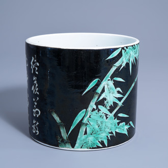 A Chinese famille noire brush pot with bamboo and calligraphy, 19th/20th C.