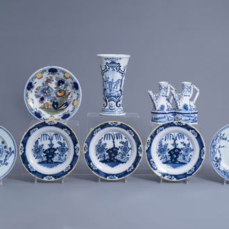 A Dutch Delft blue and white oil and vinegar set, a vase, four plates and a pair of Chinese dishes with floral design, 18th/19th C.