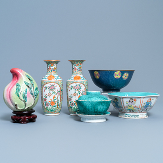 A varied collection of Chinese famille rose and monochrome wares, 19th/20th C.