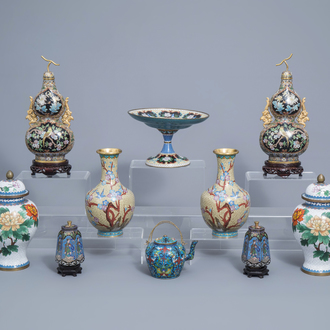 A varied and extensive collection of Chinese cloisonné vases, a teapot and a dish on foot, 20th C.