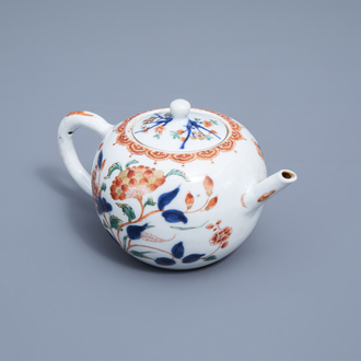 A Chinese verte-Imari teapot and cover with floral design, Kangxi