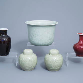 A varied collection of Chinese monochrome porcelain, 19th/20th C.