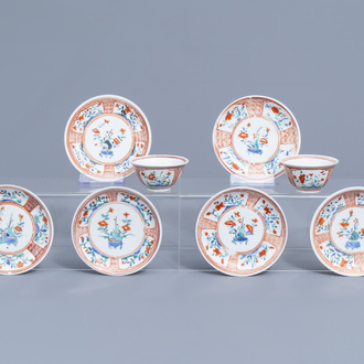 Six Japanese Kakiemon saucers and two cups with floral design, Edo, 18th C.