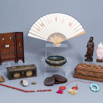 A varied collection of decorative Chinese wares, 19th/20th C.