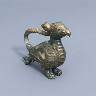 A Chinese partly gilt jade or hardstone bird, 19th/20th C.