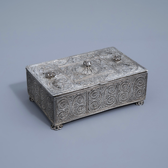 A silver filigree casket with floral design, 835/000, various marks, 19th/20th C.