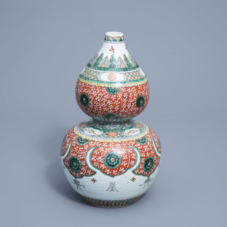 A Chinese famille verte double gourd vase with floral design and Buddhist symbols, 19th C.