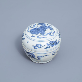 A Chinese blue and white box and cover with a mythical animal, Ming
