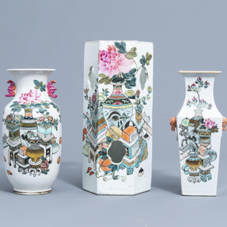 A Chinese qianjiang cai hat stand and two vases with antiquities design, 19th/20th C.