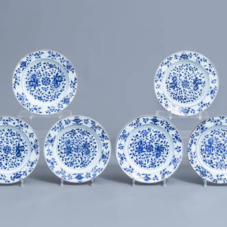 Six Chinese blue and white plates with floral design, Kangxi/Yongzheng