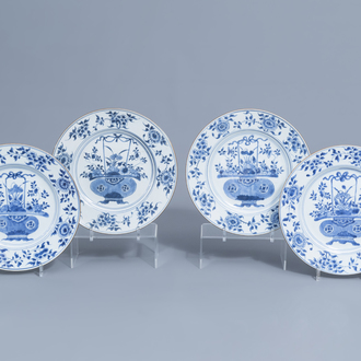 Four large Chinese plates with in the centre a flower basket and on the edges a floral design, Kangxi/Qianlong
