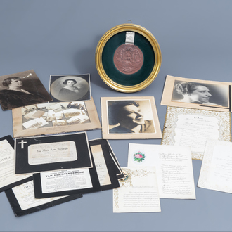 An interesting collection of photos and documents, a.o. the mourning letter of Hendrik Conscience, and the wax seal of Maria Theresa, mainly 19th C.