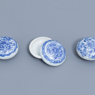 Three Chinese blue and white covered boxes with floral design, Hatcher cargo, Transitional period
