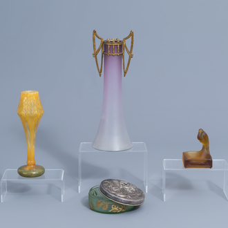 A Val Saint Lambert ashtray in the shape of a pond with a heron, a Victor Saglier box and cover and two vases, Belgium and France, 20th C.