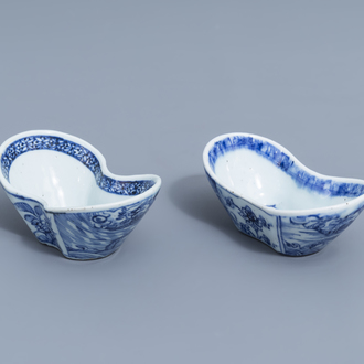 A pair of Chinese blue and white ingot shaped bowls, 18th/19th C.