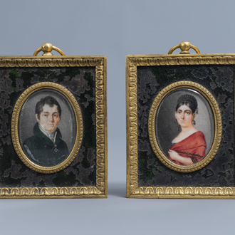 French school: Portrait of a gentleman and a lady, miniatures on ivory in a gilt bronze frame, first quarter of the 19th C.