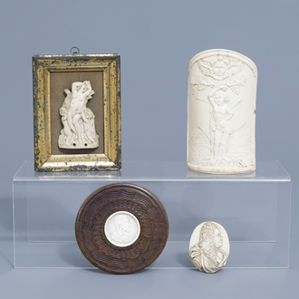 Two French ivory portrait medallions and two pax christi, 19th/20th C.