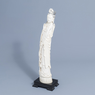 A large Chinese carved ivory figure of a lady on a wooden base, first half of the 20th C.
