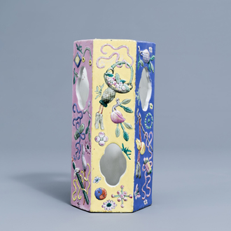A Chinese famille rose open worked relief moulded hat stand with antiquities, 20th C.