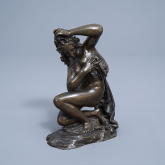 French school, after Antoine Coysevox (1640-1720): The crouching Venus, patinated bronze, 19th C.