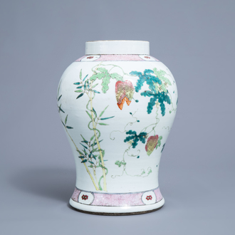 A Chinese famille rose 'balsam pear' vase, 18th/19th C.