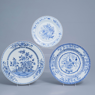 Three Chinese blue and white chargers with floral design, Yongzheng/Qianlong