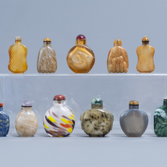 Eleven Chinese glass, agate and hardstone snuff bottles, 20th C.