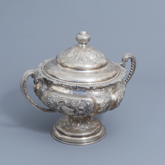 A Spanish silver Historisicm tureen and cover, 915/000, 20th C.