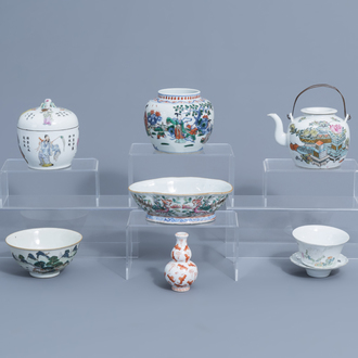 A varied collection of Chinese famille rose, verte and iron red porcelain, 19th/20th C.