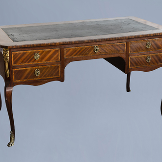 A French Louis XV style gilt bronze mounted wooden bureau plat with leather top, 19th/20th C.