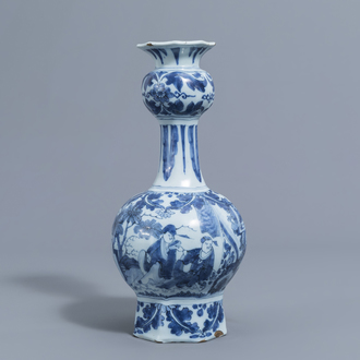 A Dutch Delft blue and white 'chinoiserie' garlic neck bottle vase, late 17th C.