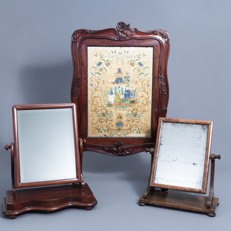 A French Louis XV style carved wooden 'chinoiserie' fire screen and two English dressing table mirrors, 19th C.