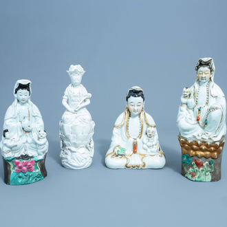 Four Chinese famille rose, gilt and blanc de Chine figures of a seated Guanyin, 19th/20th C.