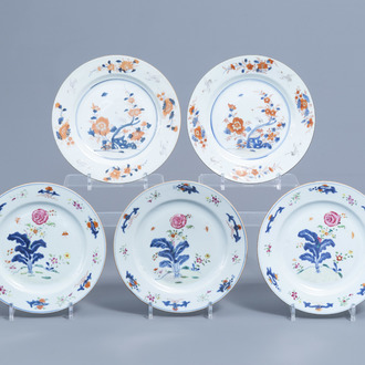 Five Chinese Imari style and famille rose plates with cranes and floral design, Kangxi/Qianlong