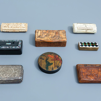 A collection of eight snuff and pill boxes and covers, various origins, 19th/20th C.